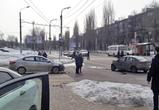 В Воронеже в столкновении трех легковушек серьезно ранена 21-летняя девушка