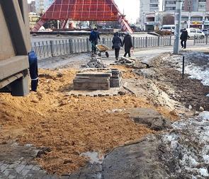 В Воронеже отремонтируют просевший тротуар возле памятника Славы