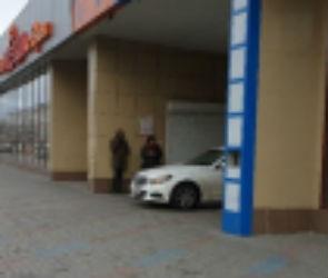 Владельца «Мерседеса» оштрафовали за езду по тротуару в центре Воронежа