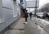 Мужчину, выгуливающего обогреватель, сфотографировали в Воронеже