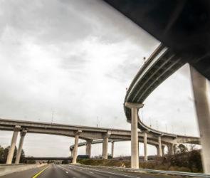 Новая дорога свяжет две улицы перед строительством развязки на Остужева