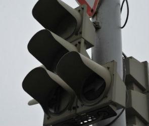 Сломавшийся светофор на улице Брусилова вызвал коллапс на левом берегу Воронежа