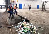 Воронежцы превратили коллектор на остановке в гигантскую мусорку (ФОТО)