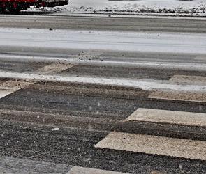 В Воронеже 19-летняя девушка на Hyundai Getz  сбила на переходе пенсионерку