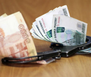 В Воронеже полицейский за взятку в 30 000 обещал помочь с документами иностранцу