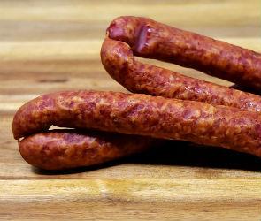 Из-за подозрительной колбасы в Воронеже закрыли мясной магазин