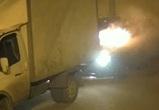 В новом воронежском микрорайоне сгорели две машины: поджог попал на видео
