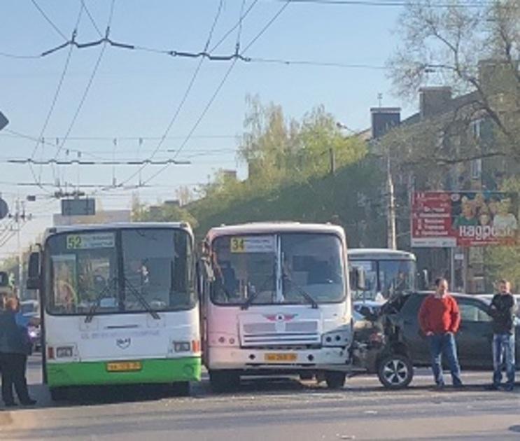 В полиции рассказали подробности ДТП, парализовавшего левый берег Воронежа