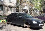 В воронежских дворах неизвестные воруют колеса с автомобилей