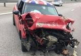 В Воронежской области «Мини Купер» врезался в ограждение: пострадали 3 человека
