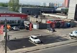 Воронежцы сфотографировали укладку асфальта вокруг машины
