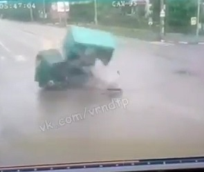 Момент смертельного ДТП с ГАЗелью и «Фольксвагеном» в Воронеже попал на видео