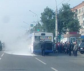 Воронежцы сообщили о загоревшемся автобусе №90 на левом берегу (ФОТО)