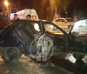 В сети появились фото страшного ДТП на левом берегу в Воронеже: трое ранены