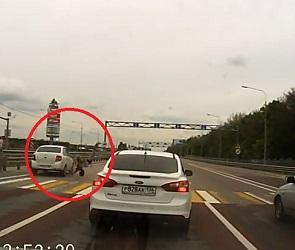 Появились подробности и видео момента ДТП со сбитой девушкой возле «Града»