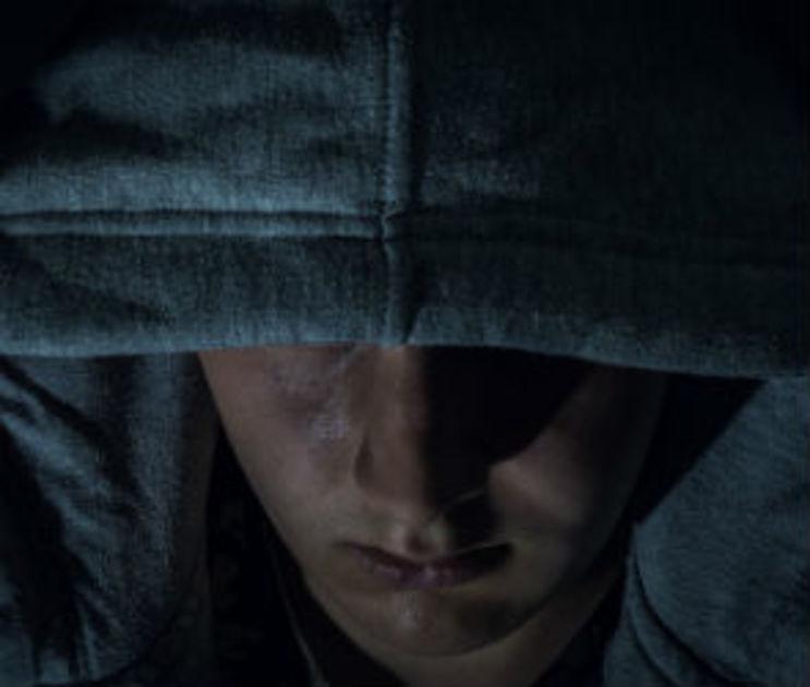 В Воронеже угонщик ранил ножом молодого водителя и похитил 100 тысяч рублей