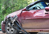 На въезде в Воронеж «Лада» протаранила дерево: двое пострадавших