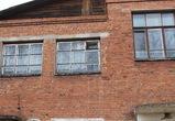 В Воронежской области дети учатся в 83-летней школе - здание разрушается