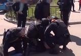 На видео попало задержание воронежца, помогавшего нелегальным мигрантам