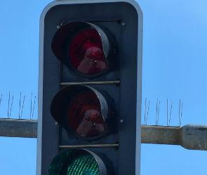 ГИБДД предупреждает о неработающем светофоре на Ленинском проспекте