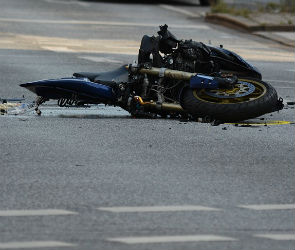 Под Воронежем мотоциклист погиб, врезавшись в дерево