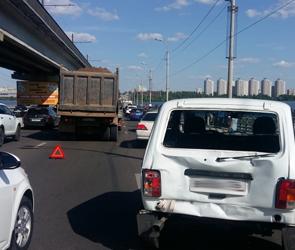 Причиной огромных пробок в Воронеже стало столкновение пяти машин: ФОТО, ВИДЕО