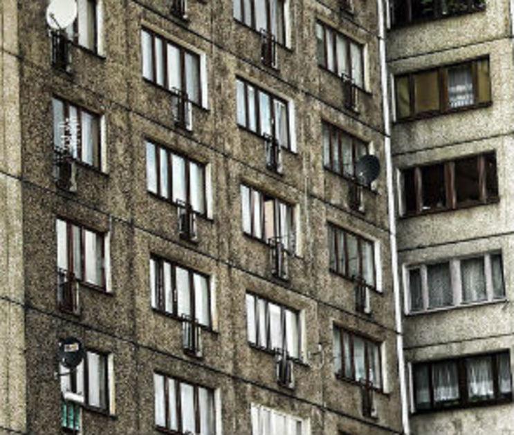 В Воронеже 14-летняя девочка разбилась, выпав из окна 10 этажа