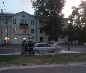 Восемь пожарных тушили «Ауди» в Воронеже – фото и видео
