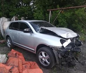 Под Воронежем водитель «Порше-Кайен» разбил камеру ГИБДД и скрылся с места ДТП