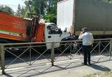 В Воронеже пешеход попал под колеса и спровоцировал столкновение грузовиков