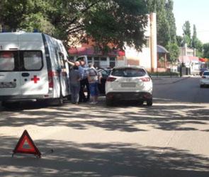Появились фото ДТП с иномаркой и сбитым ребенком на улице Баррикадной в Воронеже