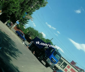 В Воронеже самосвал переехал велосипедиста