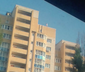 В Воронеже на крыше многоэтажки заметили школьницу