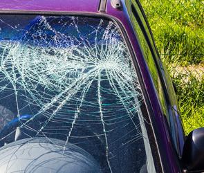 Под Воронежем на М-4 автомобилистка протаранила трактор и серьезно пострадала