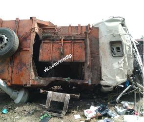 Два человека пострадали в массовой аварии с участием мусоровоза под Воронежем