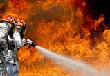 В Воронеже 10 человек тушили пожар на 16 этаже