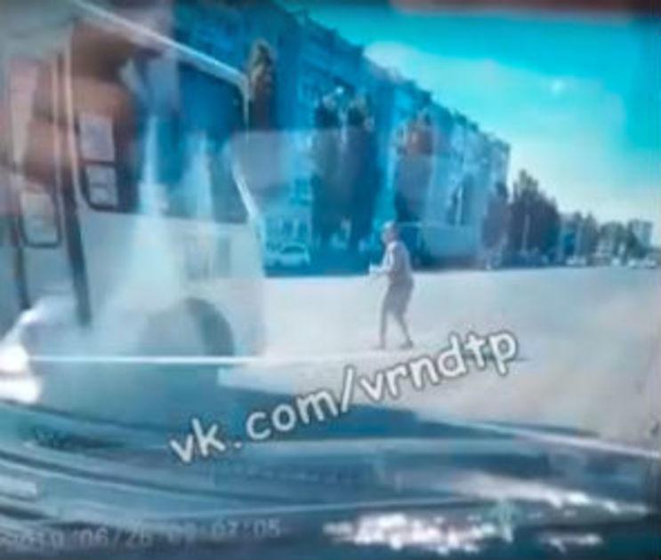 Водителю автобуса, насмерть сбившему пешехода в Воронеже, грозит 5 лет колонии
