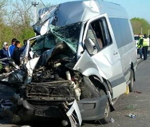 Подробности крушения автобуса под Воронежем: ранены 9 иностранцев и водитель