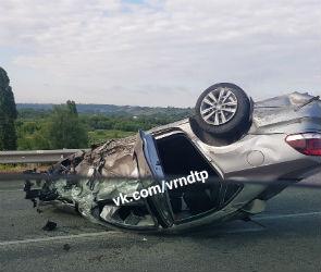 Под Воронежем столкнулись три машины, одна из них перевернулась