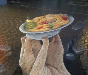 Воронежцы обсуждают кулинарное 3D граффити, появившееся в центре города