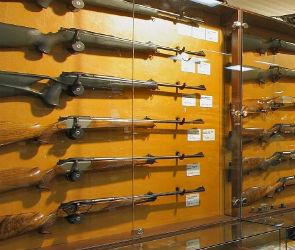 В Воронеже сотрудница Росгвардии помогала мужу незаконно торговать оружием