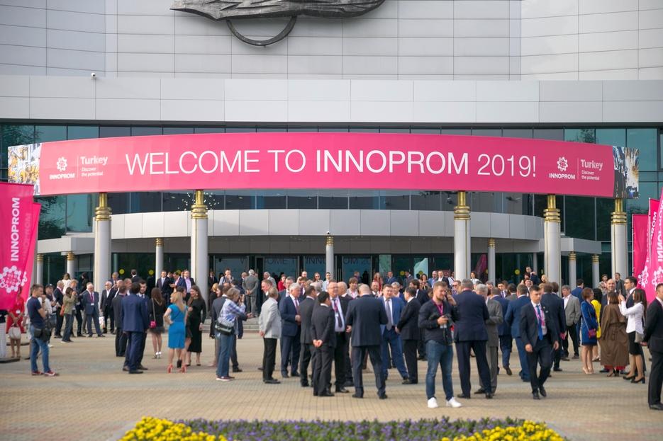 Губернатор Александр Гусев посетил международную промышленную выставку ИННОПРОМ