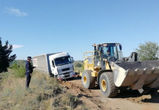 Под Воронежем в грязи застрял грузовик с газосиликатом