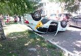 В Воронеже перевернулся автомобиль такси с пассажирами