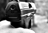 Полиция ищет вооруженного мужчину, устроившего стрельбу в дачном районе Воронежа