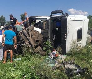 Два человека погибли в ДТП с грузовиком и легковушкой под Воронежем