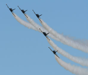 Воронежцев приглашают на бесплатное авиашоу