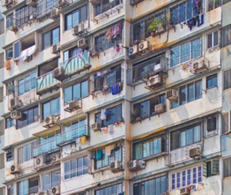 В Воронеже 2-летний ребенок выпал с балкона 5 этажа