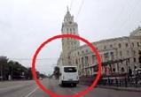 Проехавшего на красный маршрутчика оштрафовали в Воронеже – видео