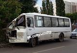 В сети обсуждают жесткое ДТП в Воронеже с маршруткой, протаранившей столб: ФОТО